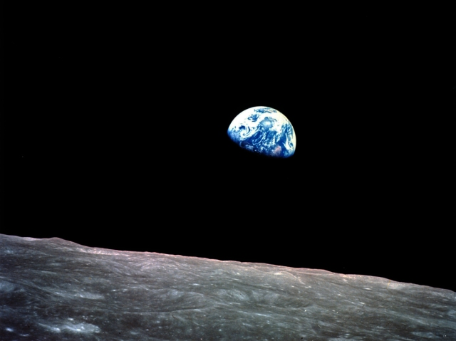 Earthrise-Apollo-8